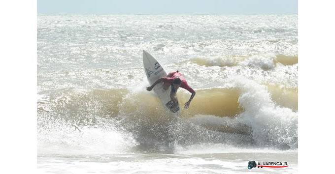 9d5e890e044 Claudio Freitas leva a passagem para o Hawaii na Copa São João da Barra de  Surf amador e Cristiano Silva também foi um dos destaques